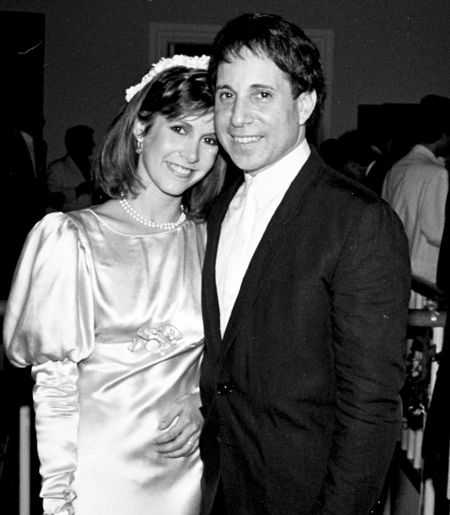 Recently-deceased actress Carrie Fisher was in a relationship with musician Paul Simon from 1977 to 1984.