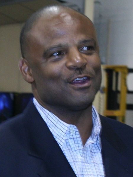 Warren Moon quarterbacked the Washington Huskies to a huge bowl win in January 1978, as the victory put the football program on the national