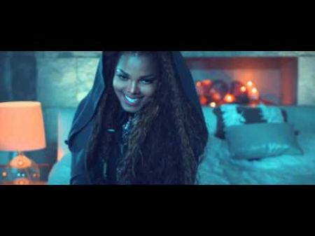 Janet Jackson announces the birth of her first child, Eissa