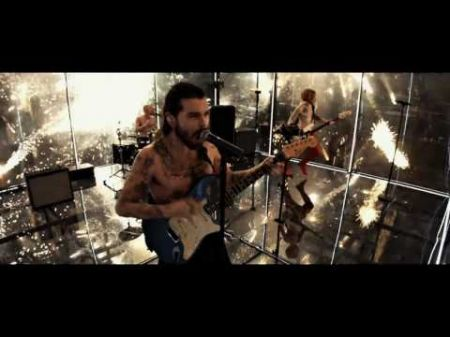 Watch Biffy Clyro's new video for 'Flammable'