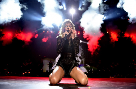 Taylor Swift brought out the hits -- hers and others -- at her concert in Houston last night
