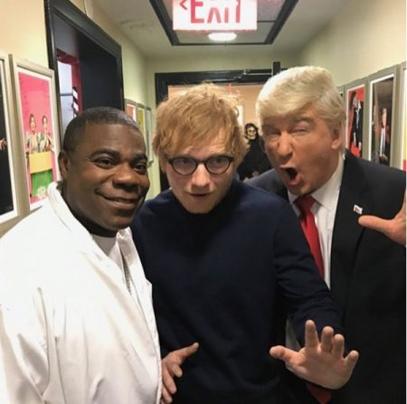 Sheeran with SNL host Alec Baldwin and formercastmember Tracy Morgan.