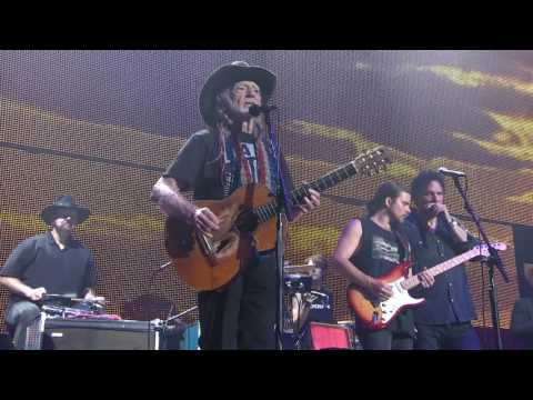 AXS TV will premiere Farm Aid 2016 feat. legends Willie Nelson, Neil Young, John Mellencamp and Dave Matthews