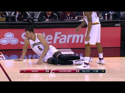 Cavaliers lose Bogut in less than a minute
