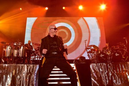 Miami-rapper Pitbull will be given the the Global Ambassador Award at the 2017 Songwriters Hall of Fame ceremony, Billboard announced on Tue