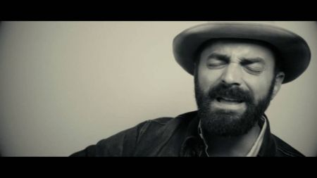 Interview: Drew Holcomb talks personal new album 'Souvenir'