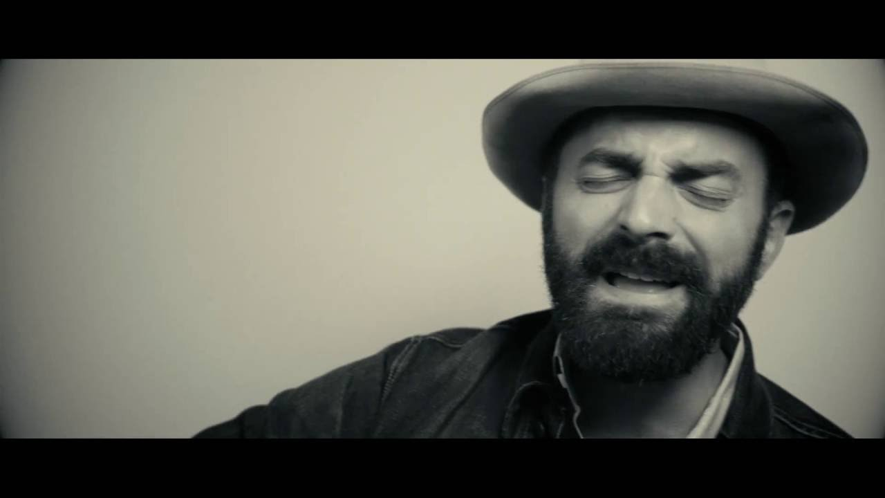 Interview: Drew Holcomb talks personal new album 'Souvenir'