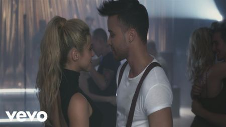 Prince Royce shares a dance with Shakira in new 'Deja Vu' music video