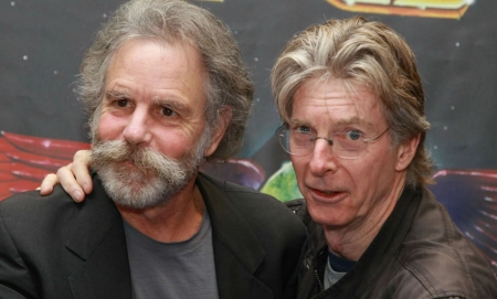 Founding Grateful Dead members Bob Weir and Phil Lesh will reunite at Lockn' Festival this August to perform their iconicTerrapin Station a