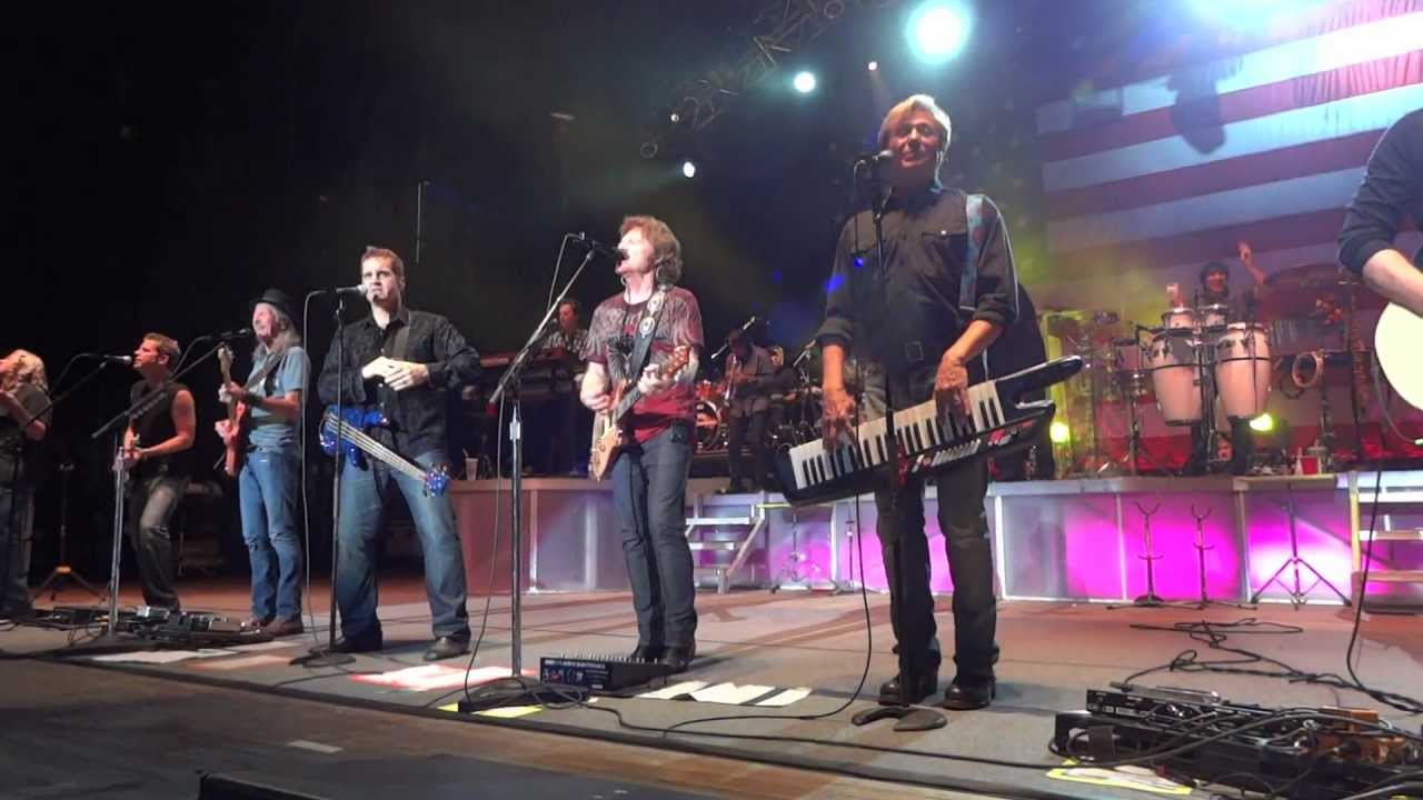 Chicago teams with Doobie Brothers for 2017 summer tour of North America