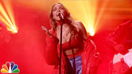 Watch: Tinashe's sultry 'Tonight Show' performance of 'Flame'