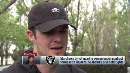Raiders QB Derek Carr 'would love to play' alongside Marshawn Lynch