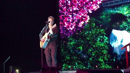 Watch: John Mayer busts out solo acoustic cover of Drake's 'Passionfruit' in Amsterdam