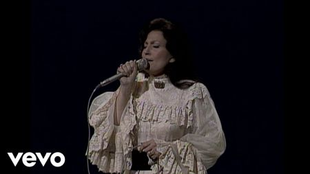 Loretta Lynn hospitalized after stroke, sister Crystal Gayle makes statement