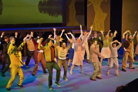 Jason Gingold leads the Bainbridge Performing Arts ensemble in the Alabama Stomp.