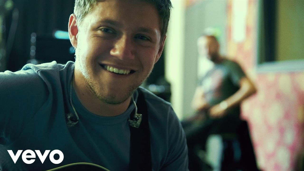 Niall Horan premieres behind-the-scenes lyric video for 'Slow Hands'