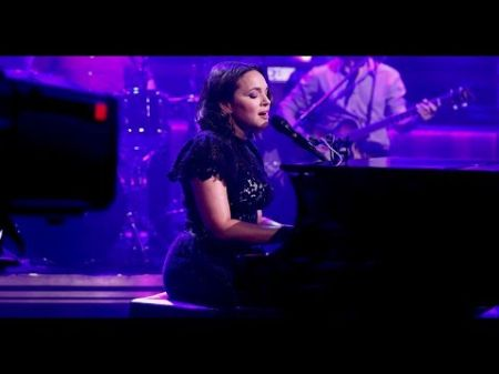 Watch: Norah Jones pays tribute to Chris Cornell with haunting cover of 'Black Hole Sun'