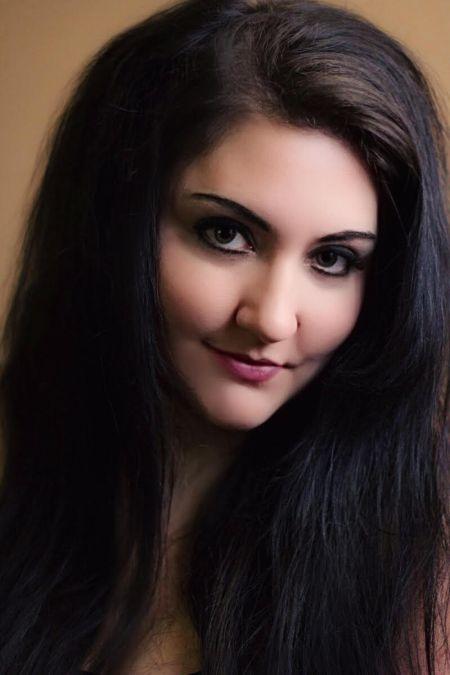 Interview: Singer Gina Sicilia opens her soul on new album 'Tug of War'