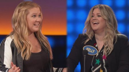 Kelly Clarkson and Amy Schumer kick off new season of 'Celebrity Family Feud'