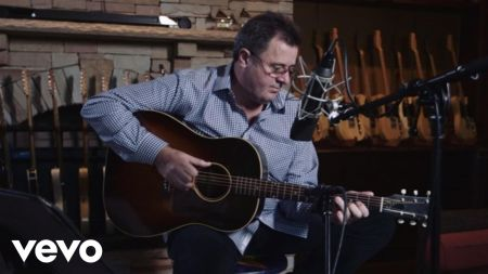 Keswick Theatre to host Vince Gill