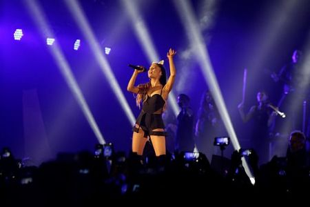The tiara wore Ariana Grande during the 'Dangerous Woman' tour up for auction