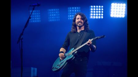 Foo Fighters dedicate 'Everlong' to cancer victim at Glastonbury
