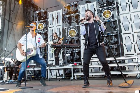 Dan + Shay perform live at Country LakeShake 2017
