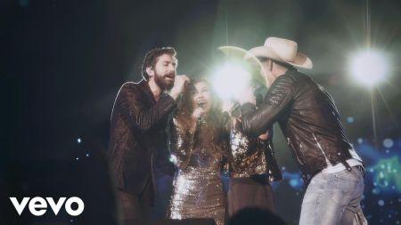 Thalía reunites with Timbiriche bandmates Sasha, Benny & Erik for 'Junto a Ti' live
