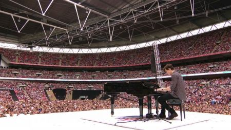 Watch Shawn Mendes' piano version of Ed Sheeran's 'Castle on the Hill' at Wembley Stadium