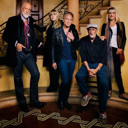 Fleetwood Mac paid tribute to the Eagles' Glenn Frey at Sunday night's Classic West show.