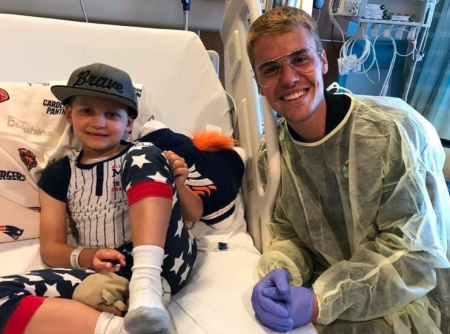 Justin Bieber visits sick fans at children's hospital