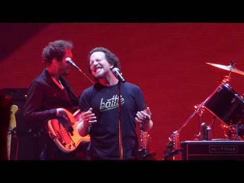 Watch Eddie Vedder join Roger Waters on stage for performance of 'Comfortably Numb'