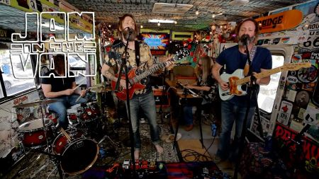 Chris Robinson Brotherhood shows good range on 'Barefoot in the Head'