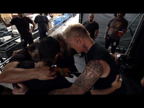 Watch Metallica warm up in tiny room before stadium concert