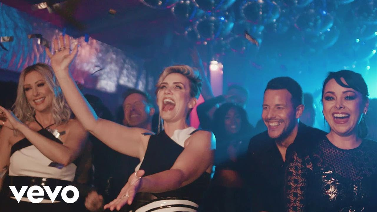 WATCH: Steps opens up club 'Neon Blue' in new music video