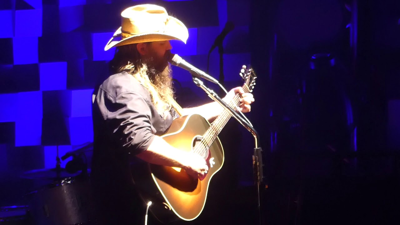 Watch Chris Stapleton pay tribute to Glen Campbell with 'Rhinestone Cowboy'