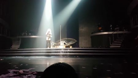 Britney Spears belts Bonnie Raitt's 'Something to Talk About' live in Las Vegas