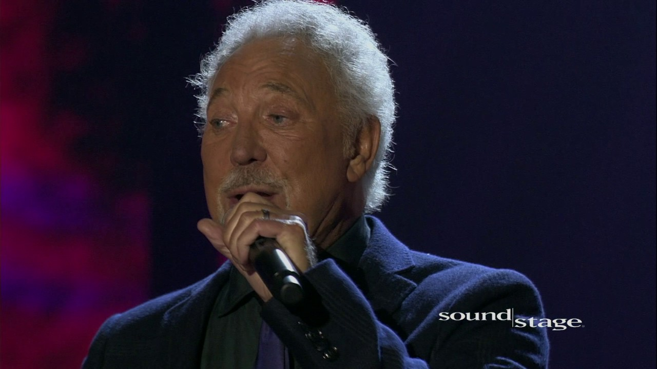 Tom Jones postpones US fall tour due to health issues