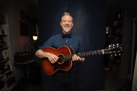 Spin Doctors lead singer Chris Barron is readying a new solo album, Angels and One-Armed Jugglers, for an Oct. 20 release date.