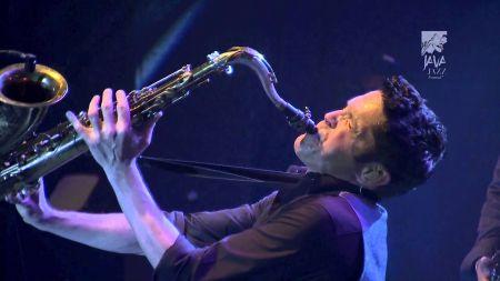 Dave Koz announces new Christmas album, Dave Koz & Friends holiday tour