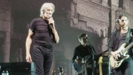 Roger Waters announces 2018 tour of Europe