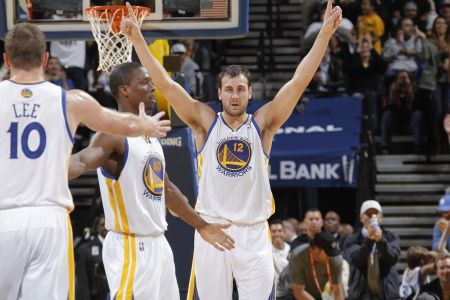 Andrew Bogut reaches deal with Los Angeles Lakers