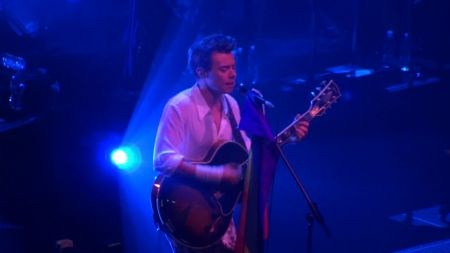 Harry Styles covers Ariana Grande's 'Just a Little Bit of Your Heart' live in San Francisco