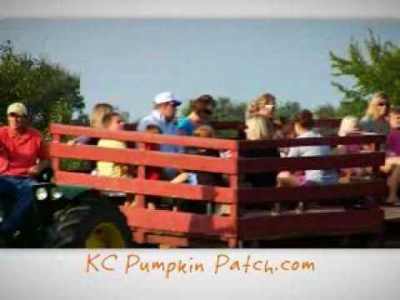 Corn mazes and pumpkin patches near Kansas City 2017
