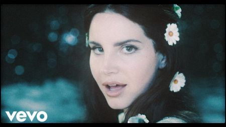 Lana Del Rey blasts off on 'LA to the Moon' tour in early 2018