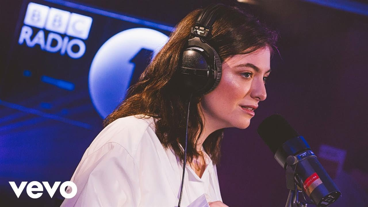 Watch Lorde having a blast covering Phil Collins' 'In the Air Tonight'