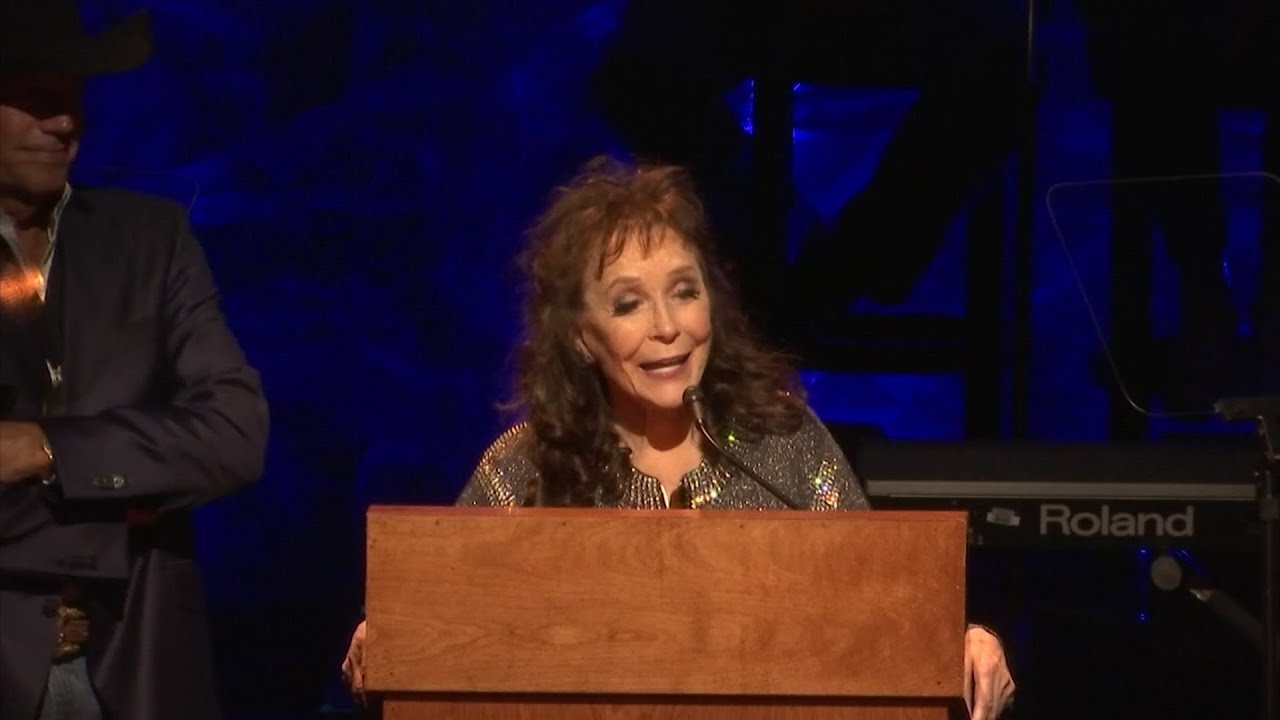 Loretta Lynn's surprise appearance caps off 2017 Country Music Hall of Fame ceremony
