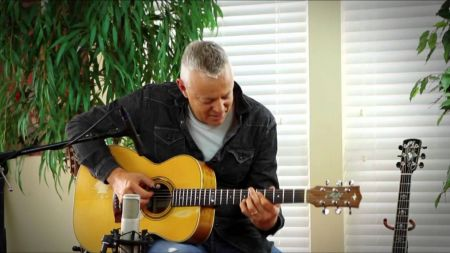 Tommy Emmanuel adds April US dates to 2018 tour