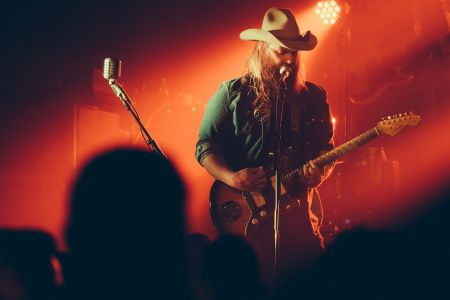 Chris Stapleton performs live on his 2016 nationwide tour.
