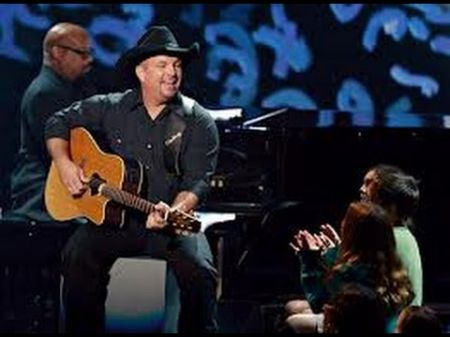 Garth Brooks receives plaques to commemorate 5 million tickets sold on world tour